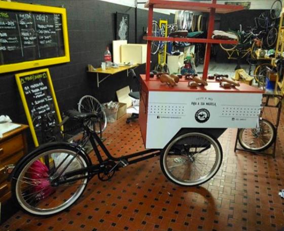 Triciclo customizado para evento no Bicicultura por Sem Raça Definida e Studio Vila