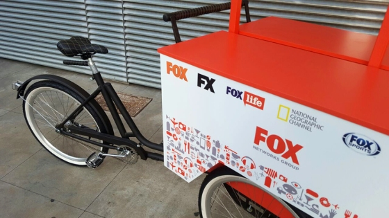 Bicicleta customizada para a rede Fox por Studio Vila